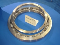 Crossed roller bearing-XR820060